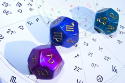 アストロダイス講座は、生年月日を使わず占星術のマークがついた3種類の12面体のサイコロ3つを同時に振って1728種類の結果の読み取り方が学べる講座です。