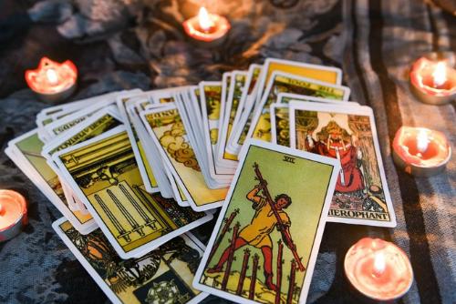 【本格タロット講座】 カードの意味を暗記するのではなく「カードの絵」にフォーカスしてカードの物語を通して楽しく感じて覚える講座です。